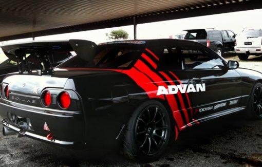 GTR32 wearing advan racing decals