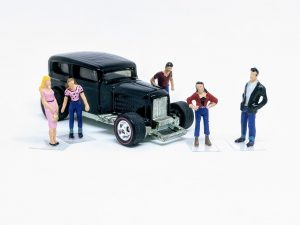 1:64 scale figures and diorama people